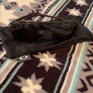 Women's Outpace Oakley sunglasses